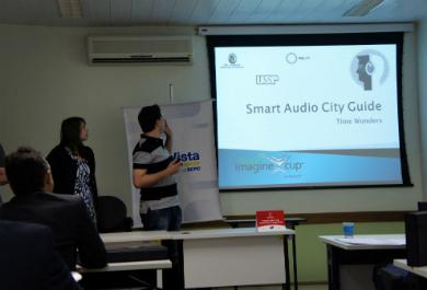 Estudantes do IME-USP apresentam app Smart City Guide no Imagine Cup. FOTO: Bruna Guimarães/Divulgação