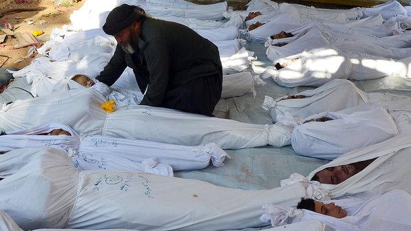 *Vítimas do ataque na região de Goutha, na Síria, em 21/08/2013 - Bassam Khabieh/Reuters